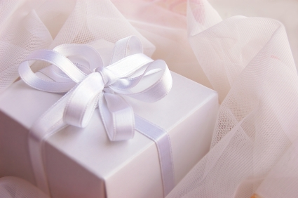 time-to-make-gifts-2_istock_000005014842xsmall
